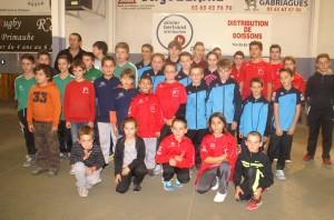 Les 34 jeunes joueurs et joueuses qualifiées au boulodrome Saint-Eloi concernant les districts de Rodez et Espalion.