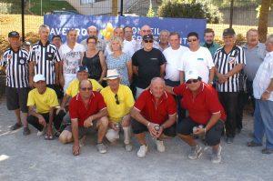 Avant de jeter le bouchon, les six finalistes ont accepté de poser avec l'ensemble de l'équipe organisatrice et du corps arbitral.
