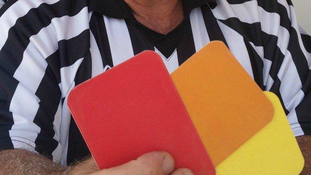 Dossier : quand l'arbitrage fait polémique, des solutions restent à trouver